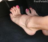 Darryl Hanah MILF with Sexy High-Arched Feet 4