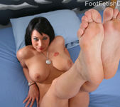 Kitty Bella Nice Thick Toes 2