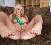 Tara Lynn Foxx Footjob - Foot Fetish Daily 3