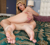 Carmen Minor Reverse Footjob 15