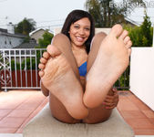 Rhianna Ryan Exposes Feet and Gets Cum on Soles 2