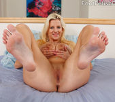 Haley Cummings Gets Pussy Eaten While Giving a Footjob 6