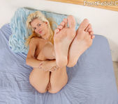 Haley Cummings Gets Pussy Eaten While Giving a Footjob 7