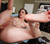 Jennifer White Exposes Smooth Soles and Toes and Gets Fucked 11
