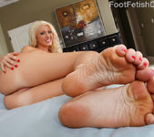 Summer and Andy Toes Sucking and Double Dildo Fun 6