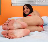 Kimberly Gets a Warm Coat of Semen on Her Smooth Soles 3