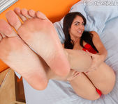 Kimberly Gets a Warm Coat of Semen on Her Smooth Soles 4