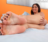 Kimberly Gets a Warm Coat of Semen on Her Smooth Soles 8