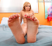 Rosalie Gets Her Feet Worshipped and Gives a Footjob 7