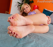 Hayden and Her Sexy Friend Darryl Lick Feet and Eat Pussy 3