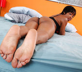 Imani Rose Gets Her Pale Soles and Feet Covered in Semen 2