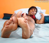 Imani Rose Gets Her Pale Soles and Feet Covered in Semen 4