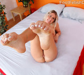 Alysha Rylee Wraps Her Sexy Toes and Soles Around a Cock 7