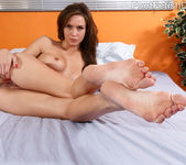 Malena and Pepper Share a Dildo and Suck on Toes 5