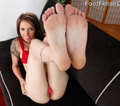 Callie Cyprus Has a Toe-Curling Orgasm as She Receives Dick 3