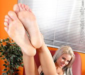 Jessa Rhodes Has Her Sexy Pink Toes Devoured 2