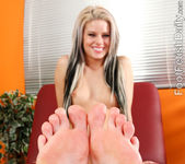Jessa Rhodes Has Her Sexy Pink Toes Devoured 6
