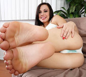 Aidra and Amanda suck on each others toes 2