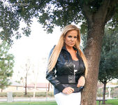 Lovers Park - Kelly Madison 4