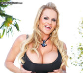 The Voodoo That I Do - Kelly Madison 6