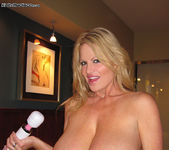 Handjob In Seattle - Kelly Madison 11