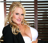 Business Woman's BJ - Kelly Madison 4