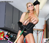 Scavenger - Kelly Madison 9