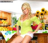 Produce Pussy - Kelly Madison 4