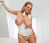 White Hot - Kelly Madison 5