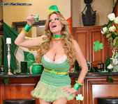 Beer Pub Slut - Kelly Madison 5