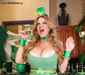 Beer Pub Slut - Kelly Madison 6