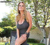 Poolside Pussy - Kelly Madison 2