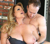 Poolside Pussy - Kelly Madison 12