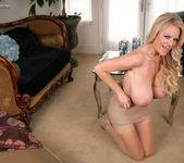 Dressing Nude - Kelly Madison 9