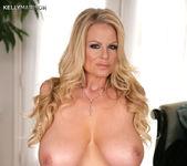 Dressing Nude - Kelly Madison 13