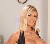 Wivien - DDF Busty 5