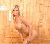 Wivien - DDF Busty 16