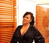Leanne Crow - DDF Busty 2
