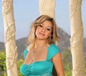 Sisi & Angel Daisy - Dos Mujeres - 8th Street Latinas 3