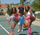 Simone & Delotta - Bigger Is Better - Big Naturals 4