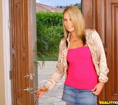 Kiara Dinae - In For Pink - Cum Fiesta 3