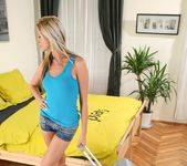 Bambi - Lonely Player - Mike's Apartment 6