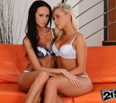 Eveline Neill & Serenity - 21Sextreme 3