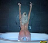 Annika Albrite - Bathtub Beauty - Monster Curves 5