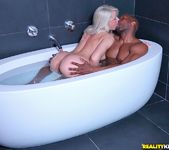 Annika Albrite - Bathtub Beauty - Monster Curves 6