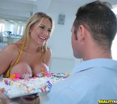 Alanah Rae - The Right Frame - Monster Curves 10