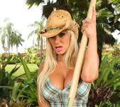 Shyla Stylez - Puss In Boots - Monster Curves 2