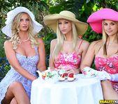 Natalie Nice, Sammie Rhodes, Sarah Vandella - Tea Time 2