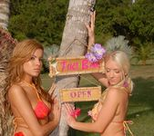 Isis Taylor, Molly Cavalli - Lei Me - We Live Together 6