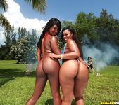 Nina Rotti, Skyler Nicole - Sweet Spread - Round And Brown 3